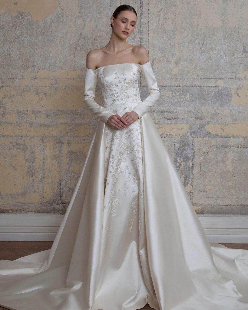 Блискуча тканина на весільну сукню