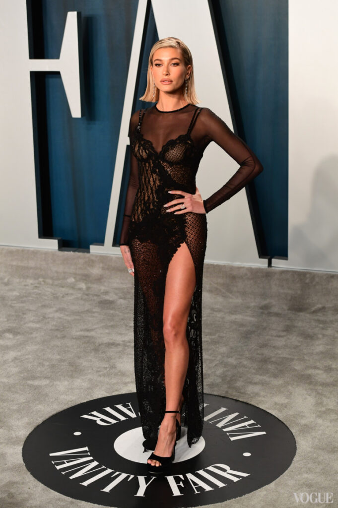 Хейли Бибер в Atelier Versace