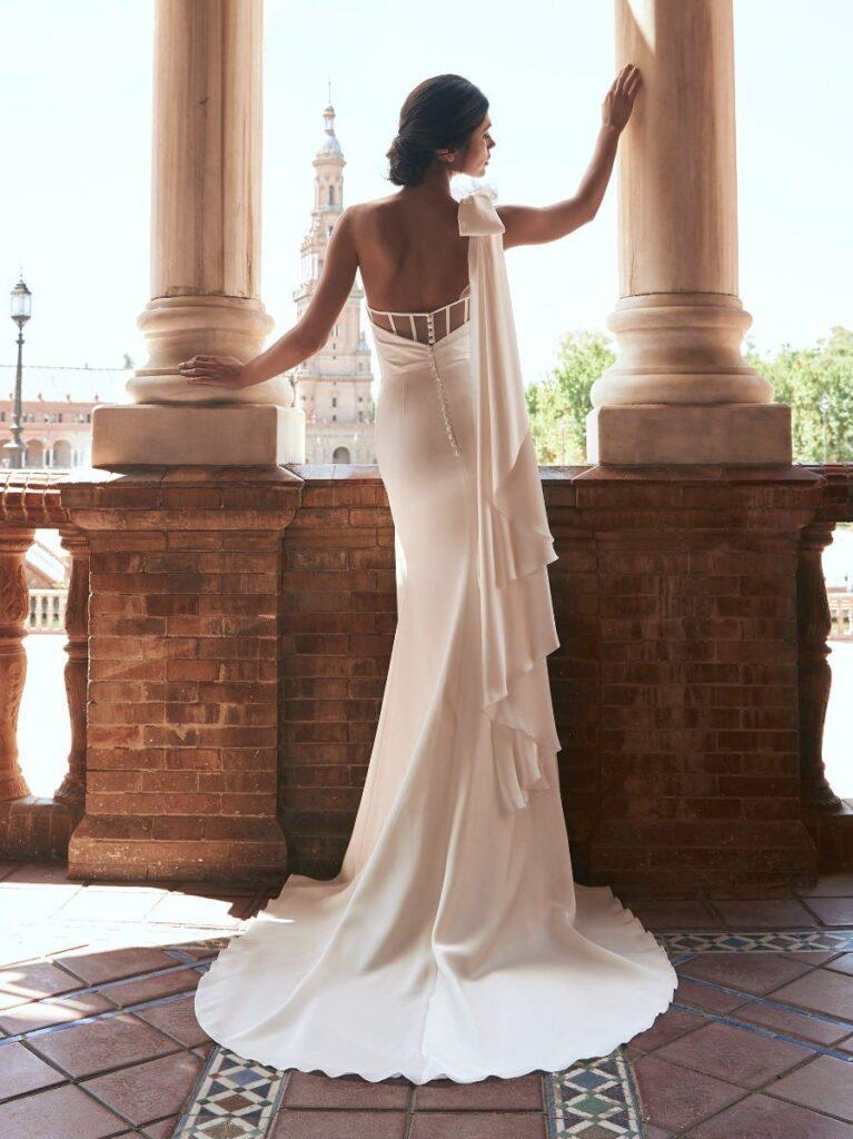 свадебное атласное платье Bernarda