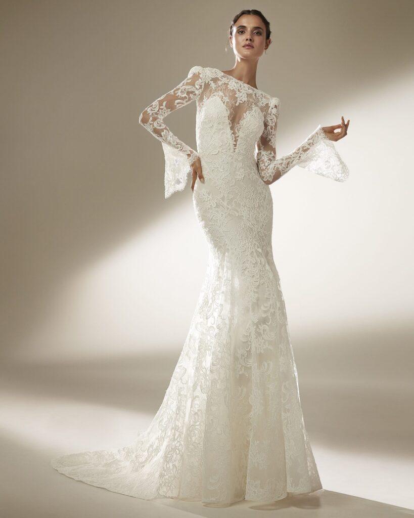 Chantilie for a wedding dress Pronovias