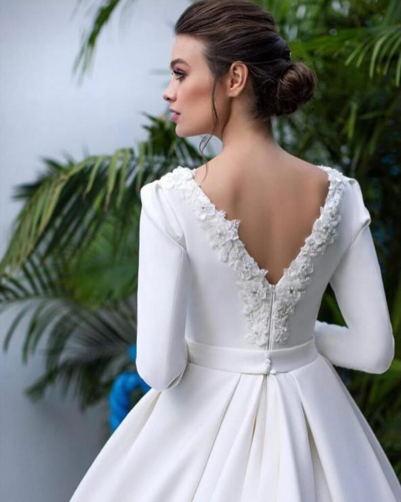 dress decoration with lace on the mesh